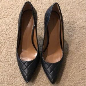 Banana Republic quilted black pump
